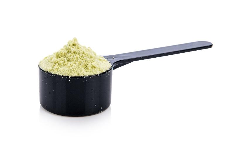 Um dosador cheio de suplemento alimentar que faz bem para a saúde.