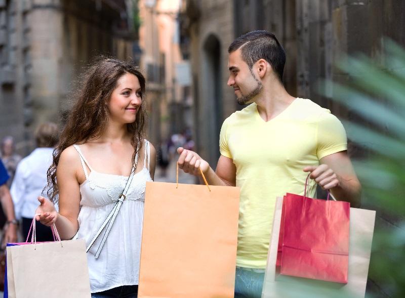 O comércio local pode se destacar pela oferta de facilidades ao cliente.