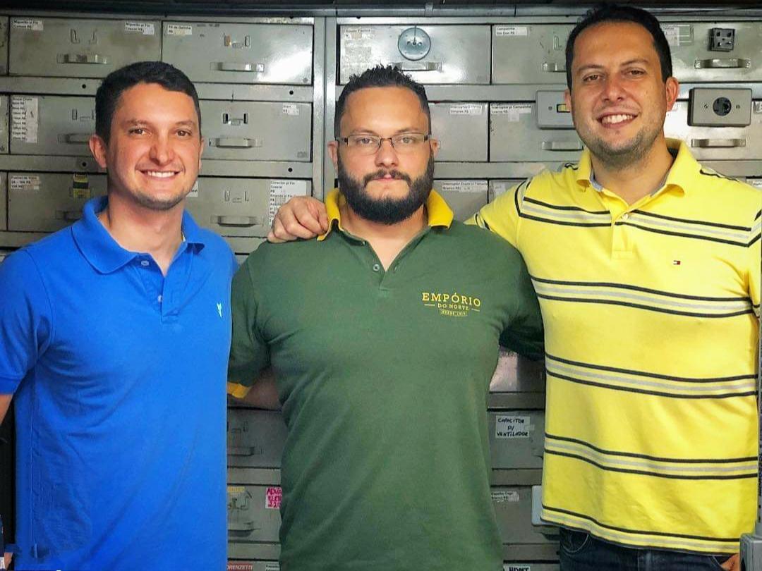 Os irmãos Felipe, Fábio e André assumiram os negócios do Empório do Norte.