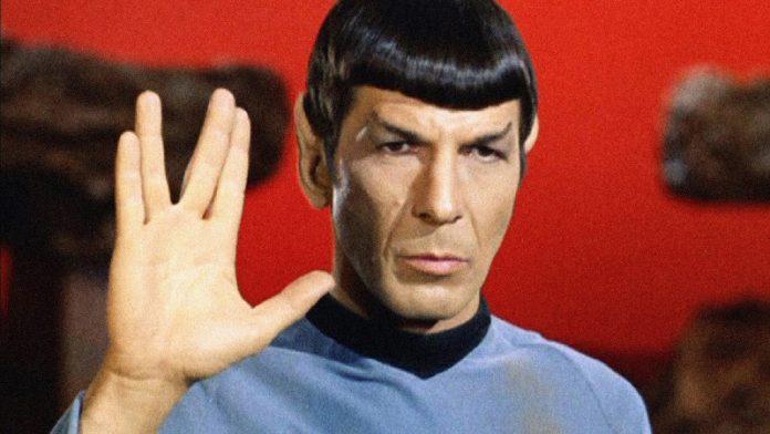 Dr. Spock, o clássico extraterrestre da série Jornada nas Estrelas.