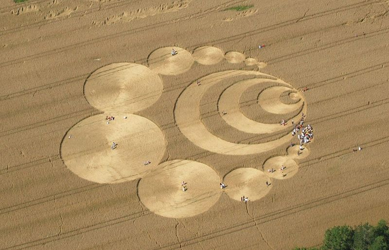 Crop Circles são desenhos feitos por extraterrestres nas plantações.